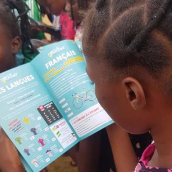 35,000 schoolchildren with the schoolbook of the Tropicale!